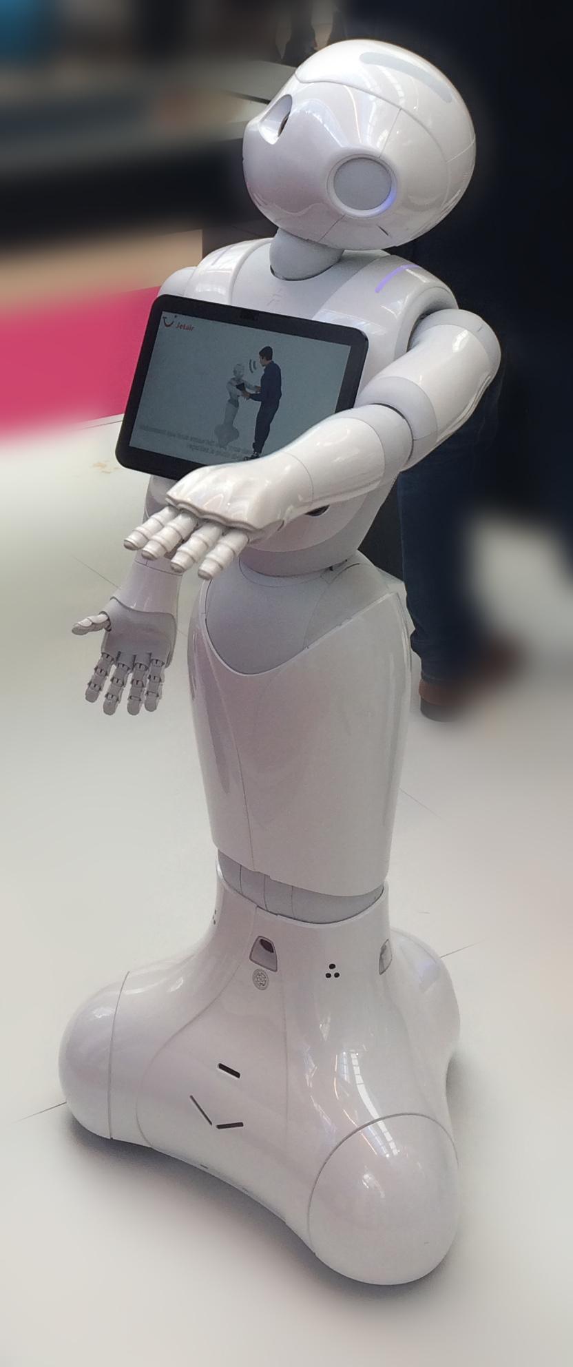 Le robot Pepper au salon Paris Retail Week -digital-in-store